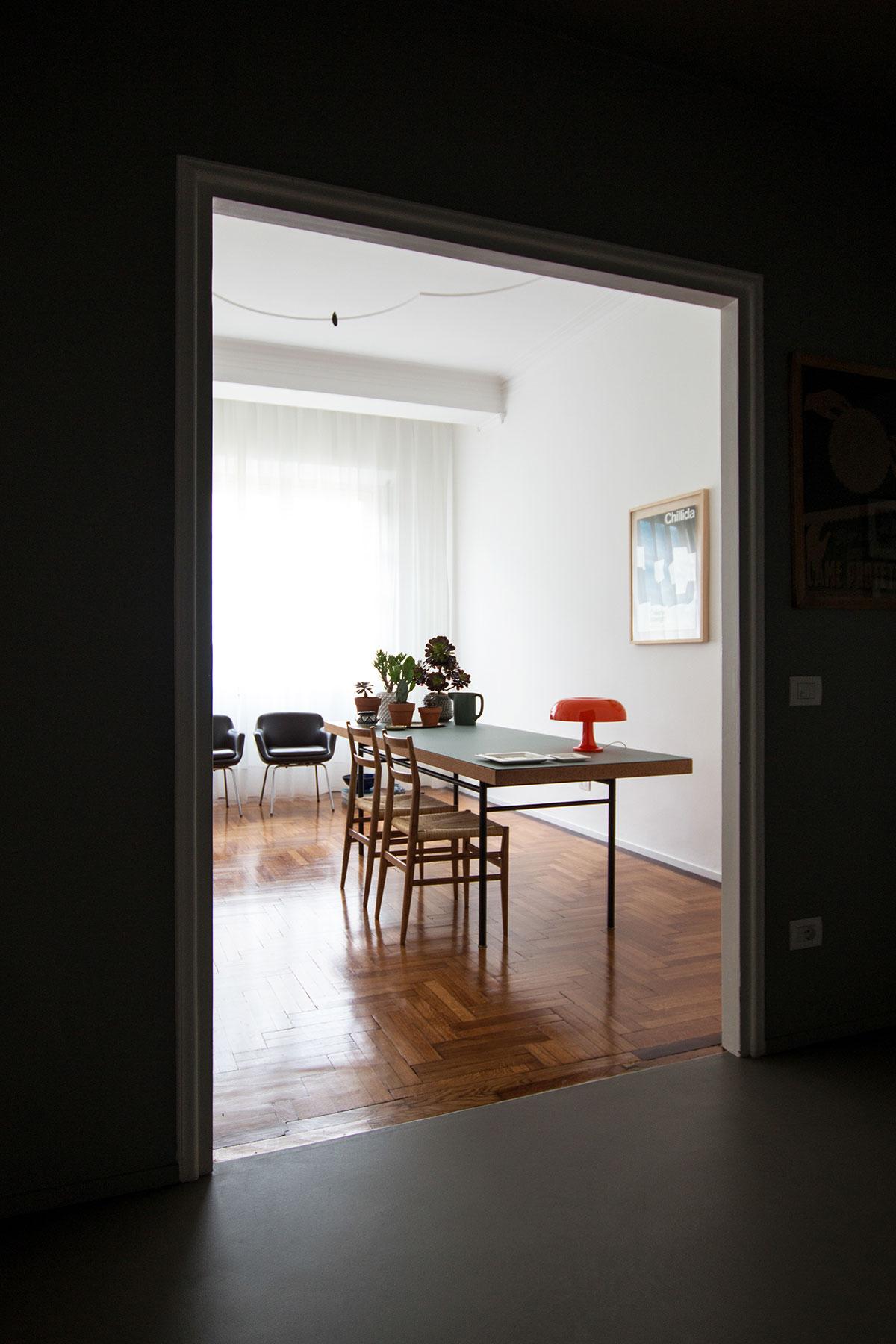 kickoffice casa a hallway entrance opening livingroom