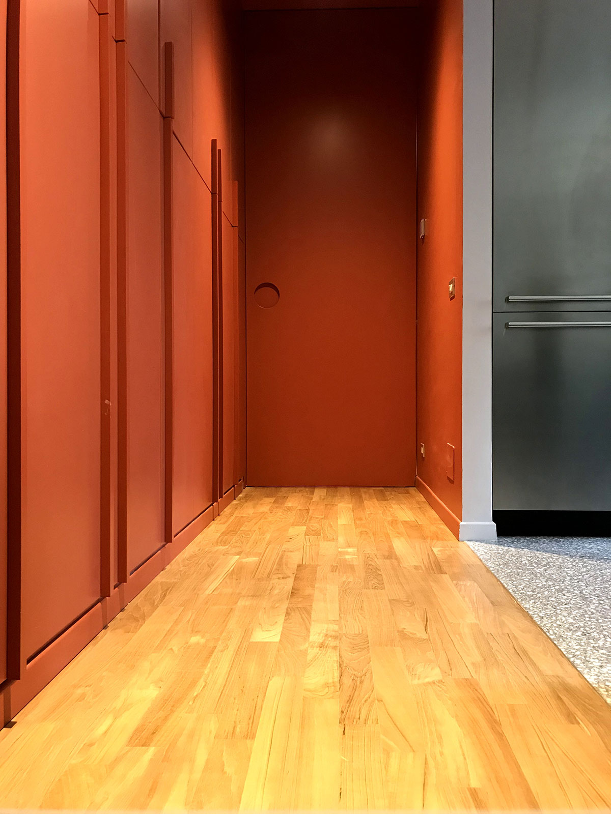 kickoffice casa cb hallway corridor parquet color door closed
