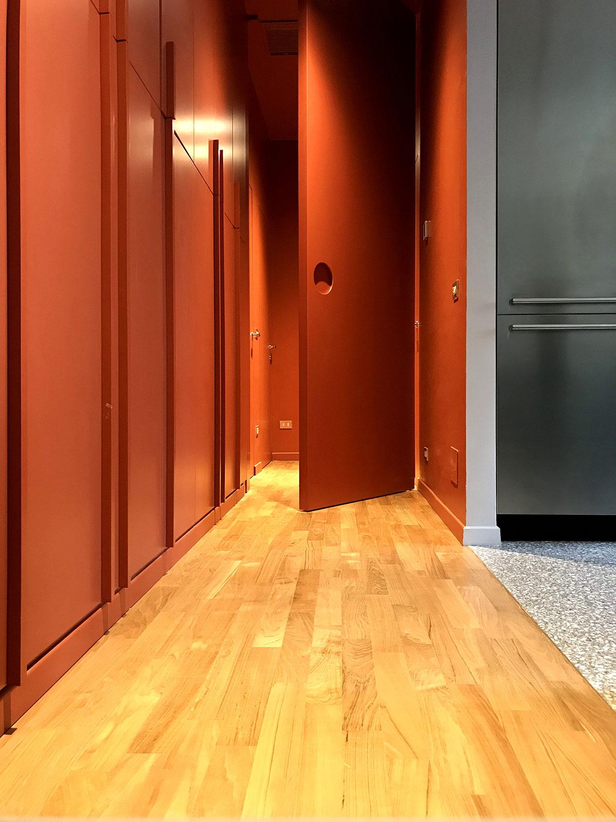 kickoffice casa cb hallway corridor parquet color door halfopen
