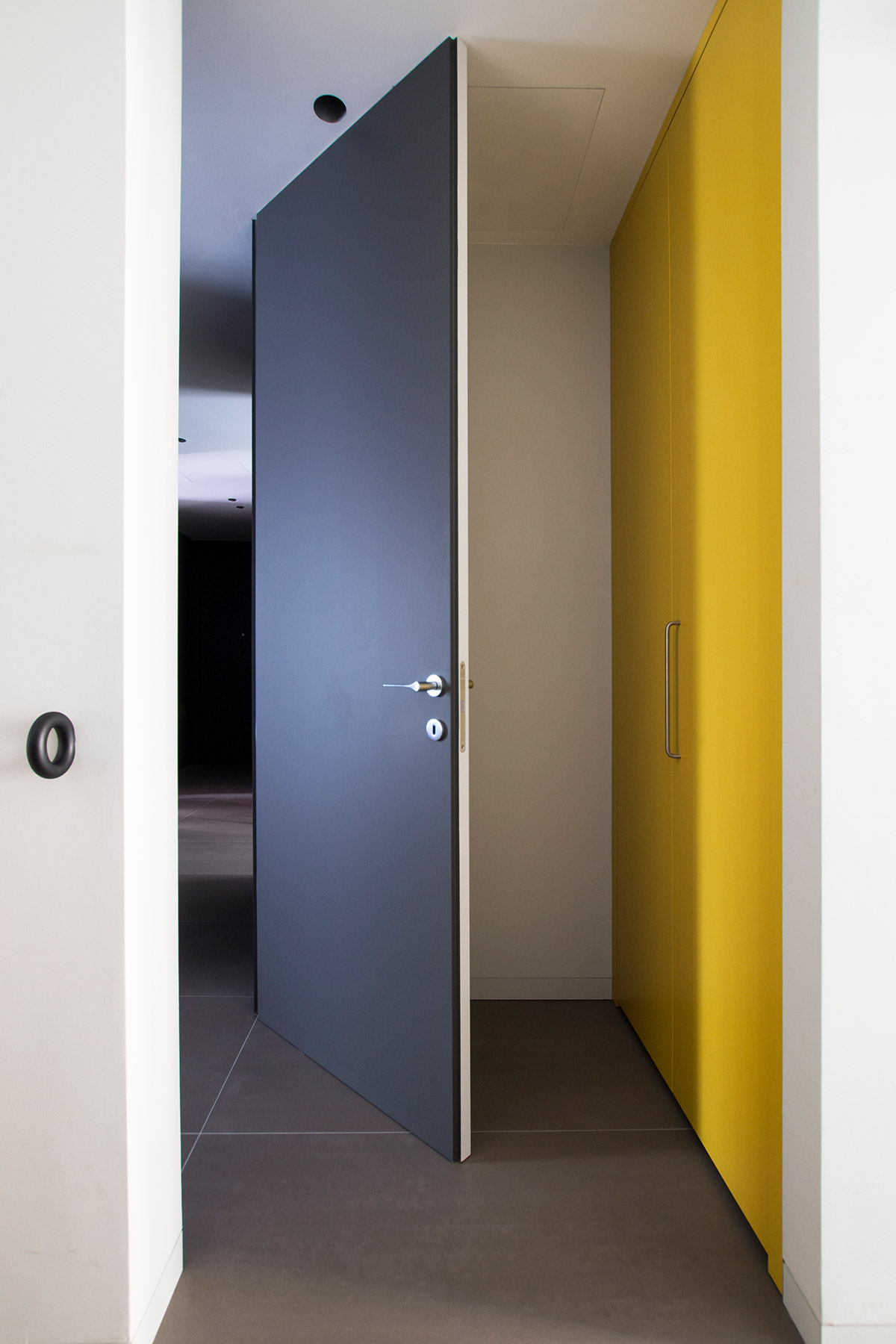 kickoffice casa df opening door color blue yellow