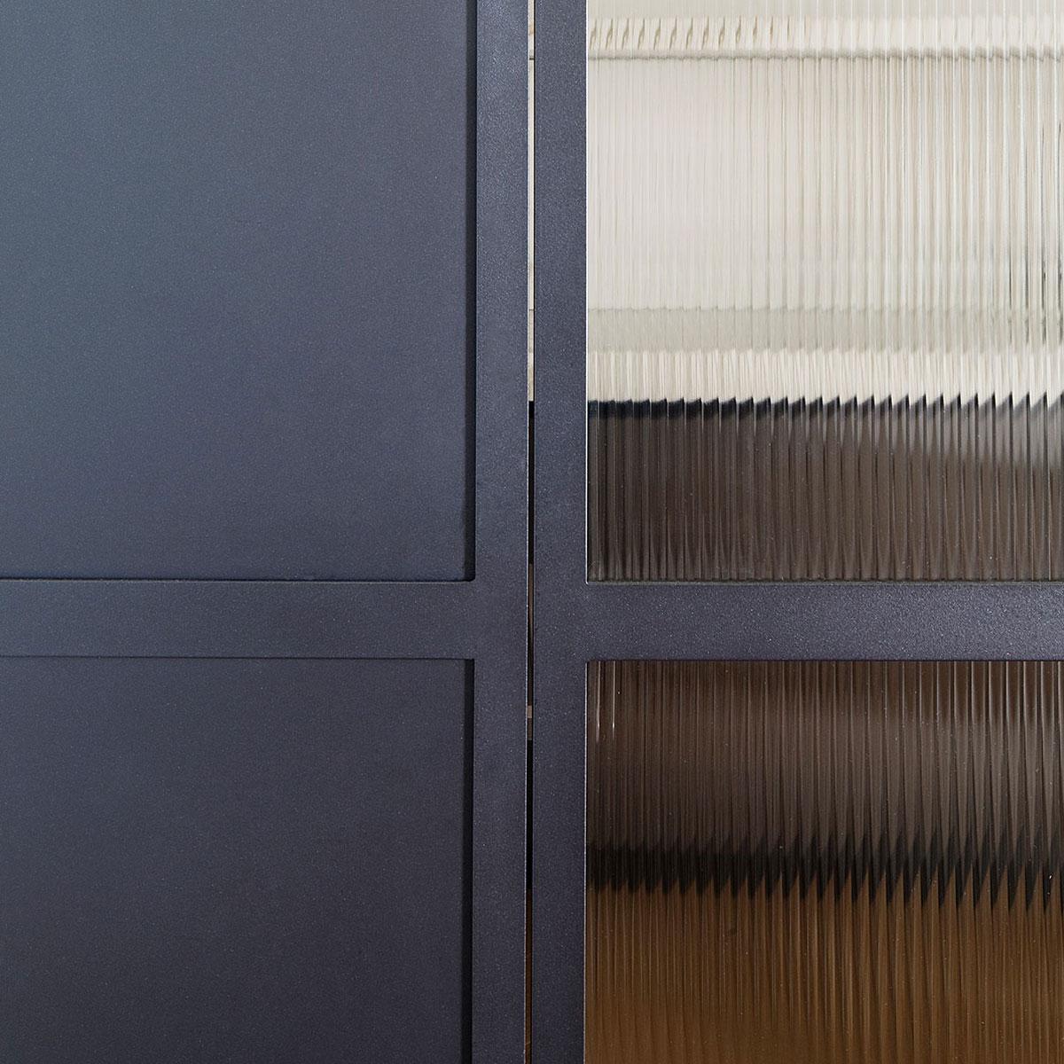 kickoffice casa dgr detail kitchen ribbed glass steel door