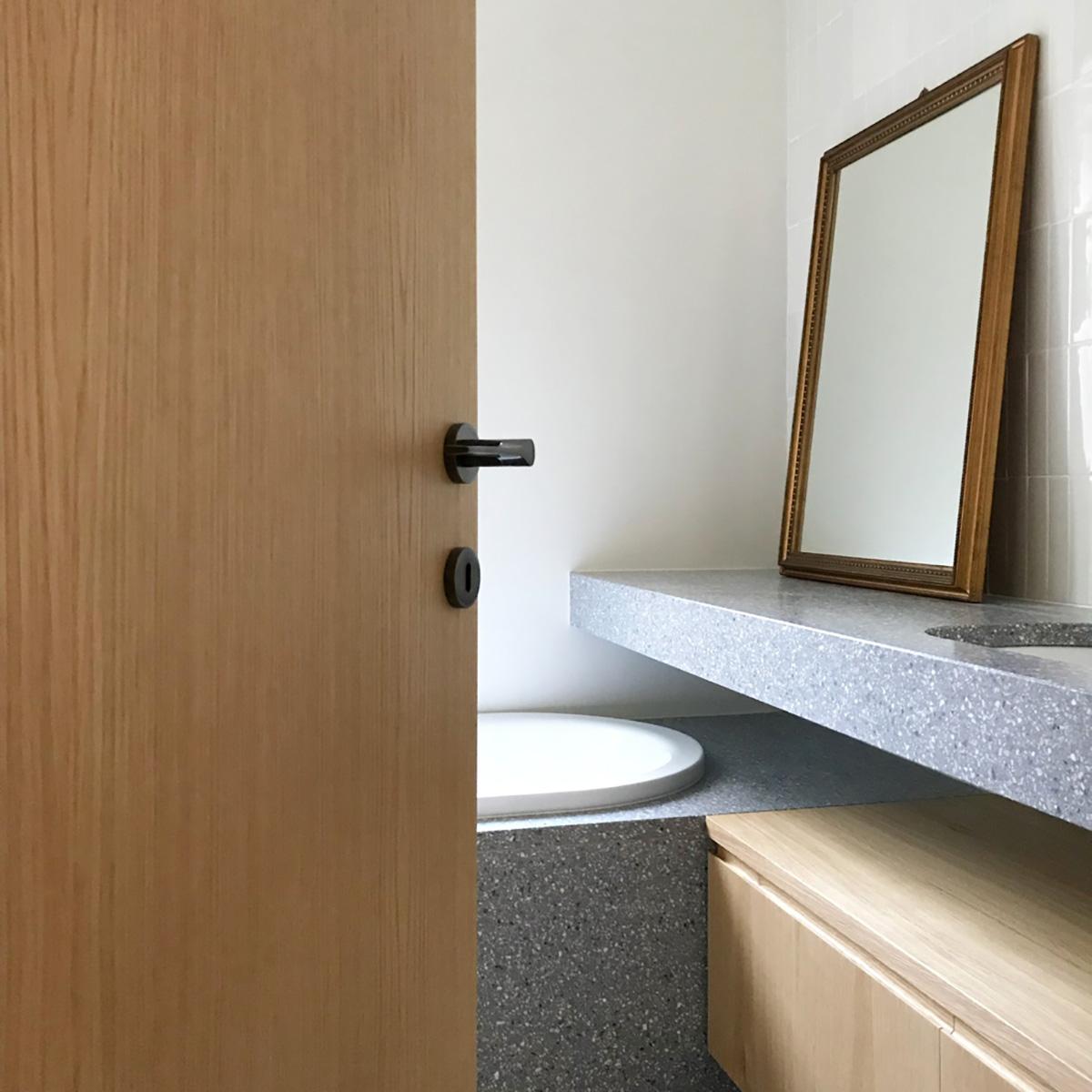 kickoffice casa ac bathroom door toilet