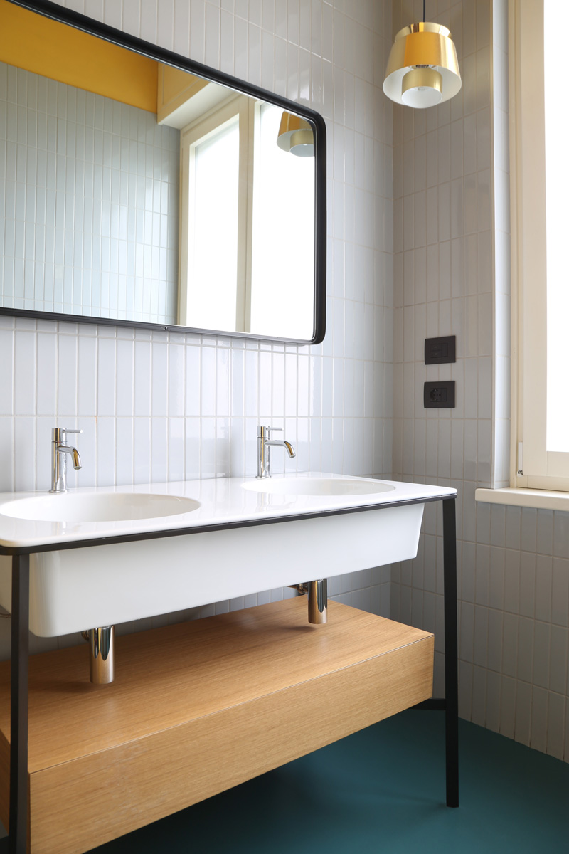 kickoffice casa ff2 bathroom tiles mirror lamp ceramicavogue artemide cielo