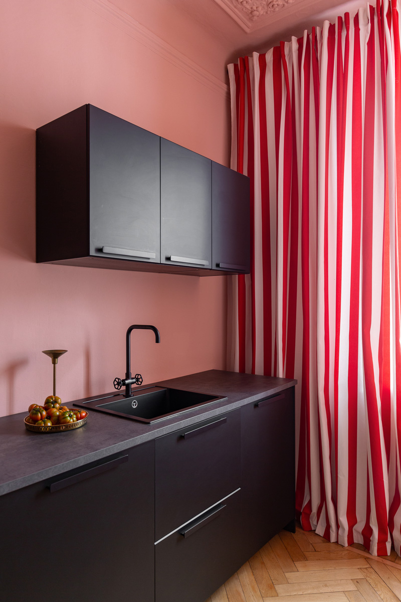 kickoffice settembrini rooms kitchen black pink curtain stripes