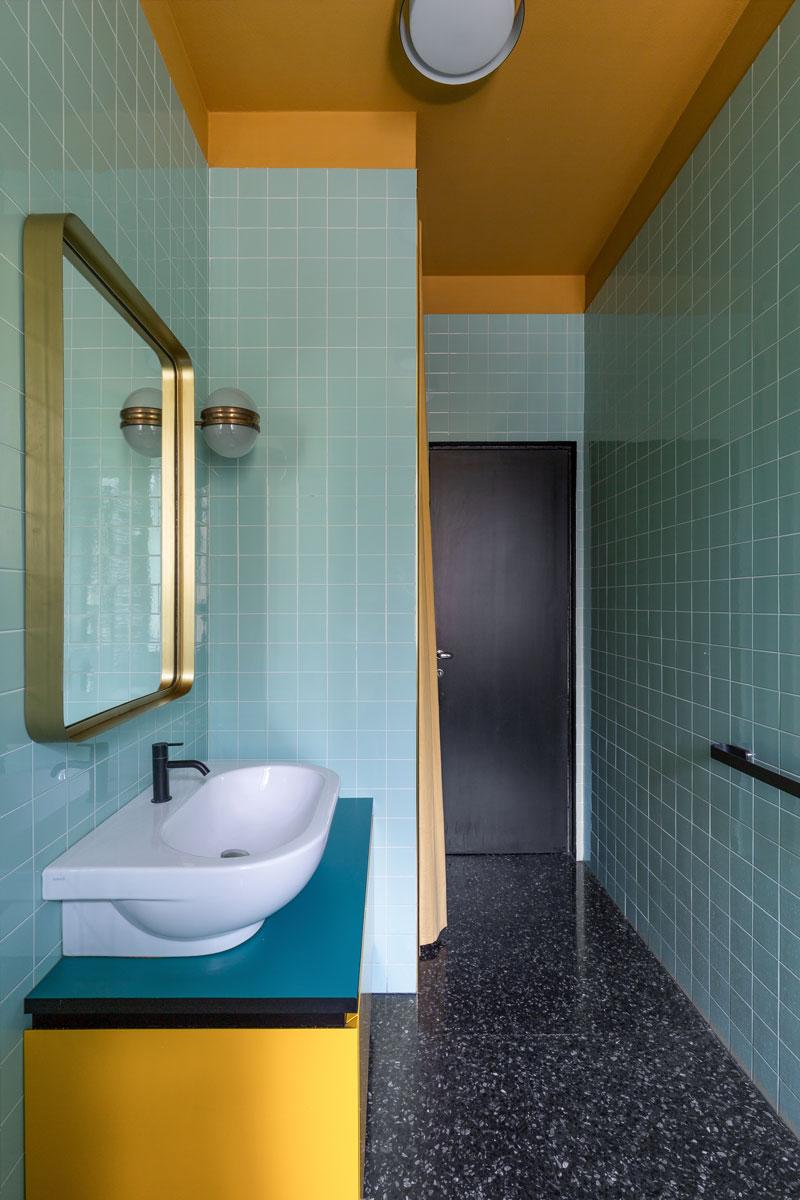kickoffice casa cb bathroom colors blue yellow tiles mariotti bespoke