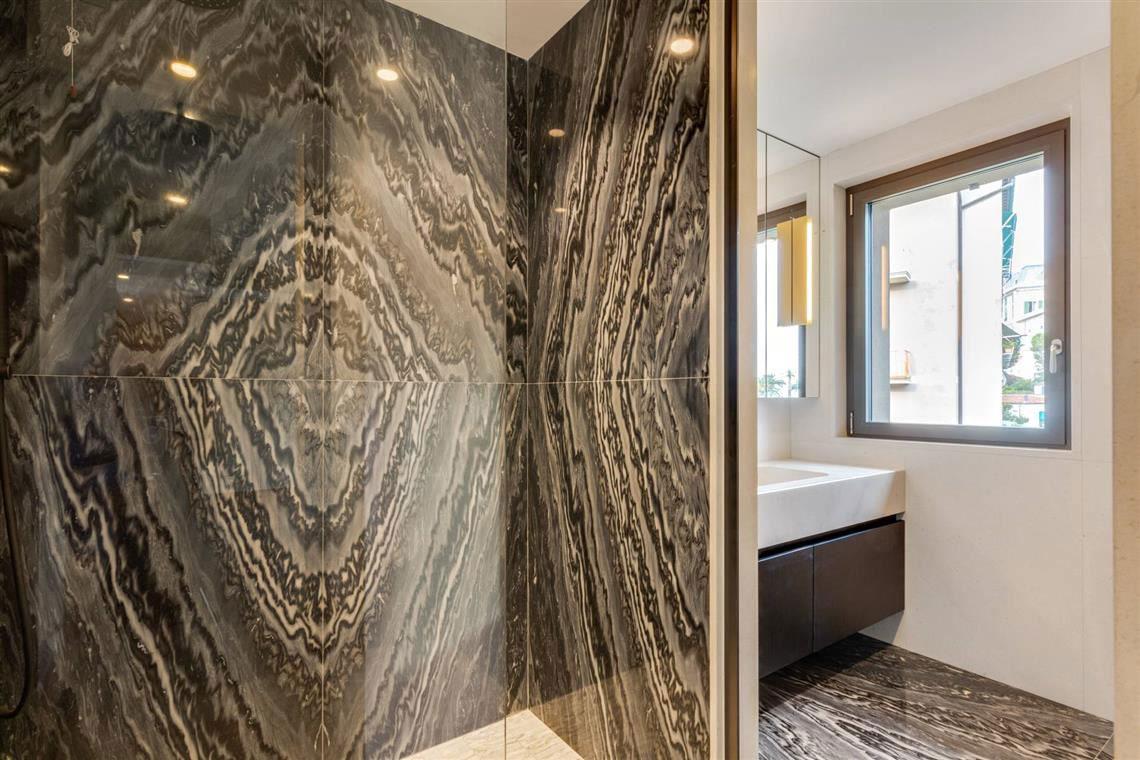 kickoffice casa t bathroom master marble shower