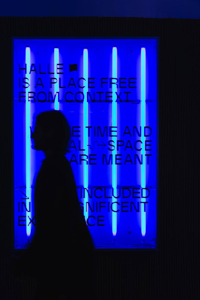 halle kickoffice neon blue light motto